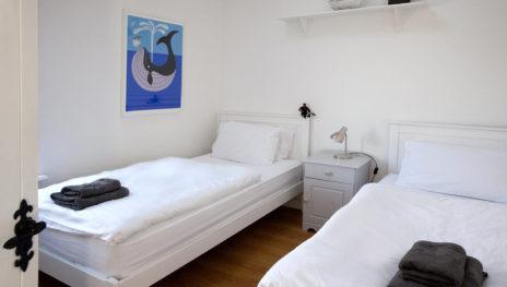 Twin Bedroom 2 464x263