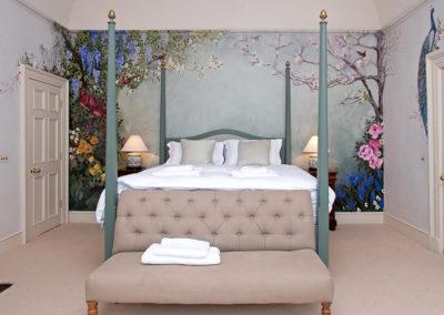 Honeymoon Suite 400x284