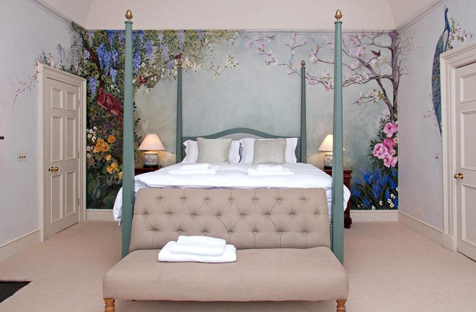 Honeymoon Suite 928x609