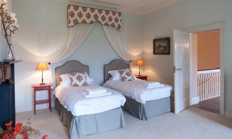 Twin Bedroom 464x279