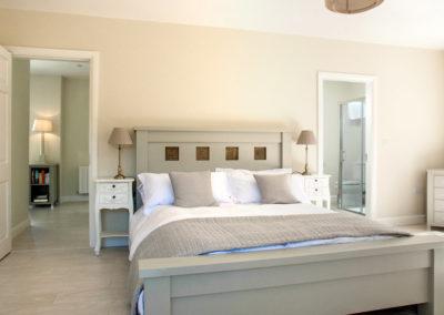Bedroom Master Bed 400x284