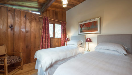 Twin Bedroom 464x263
