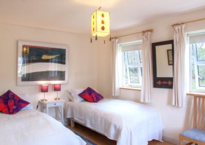 Bedroom Twin 400x284