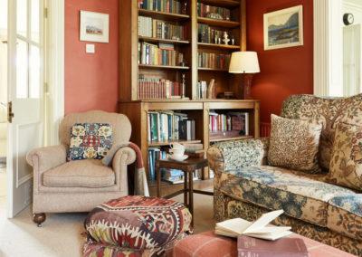 Sitting Room Shelves 400x284