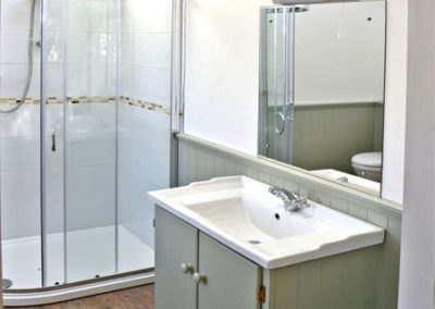 Ensuite Bathroom 400x284
