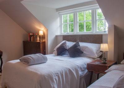Bedroom Double Single 400x284
