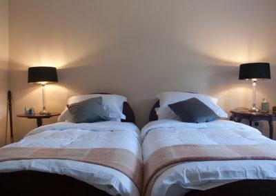 Bedroom Twin Beds 400x284