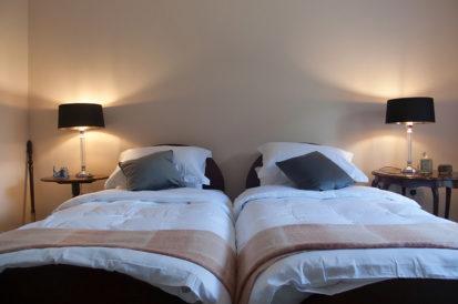 Bedroom Twin Beds 413x274