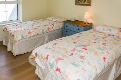 Twin Bedroom 413x275