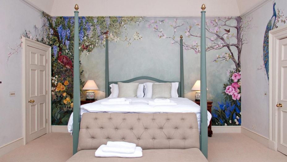 Honeymoon Suite 928x526