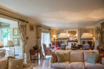 Living Room Sofa 413x275