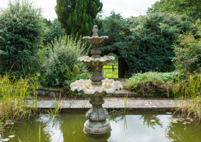 Pond Fountain Close 400x284