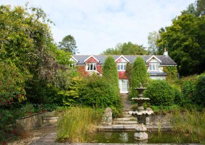 Pond Fountain House 400x284