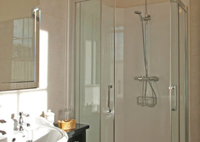 Ensuite Shower 400x284