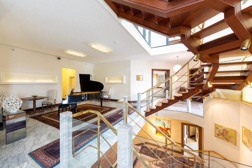 Stairway 861x573