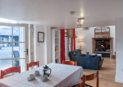 Apartment Dining 400x284