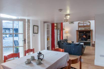 Apartment Dining 413x274