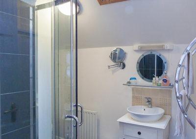 Bathroom 3 400x284