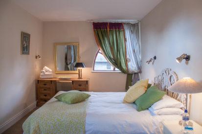 Bedroom Double Green 413x274