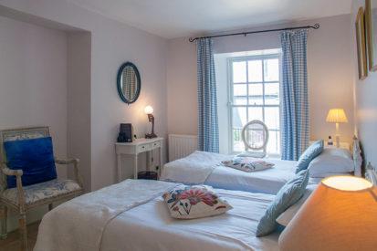 Bedroom Twin 413x275