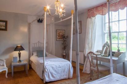 Bedroom Twin East 413x274