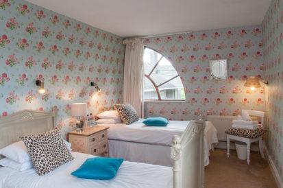 Bedroom Twin Floral 413x274
