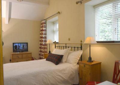 Bedroom Tv 400x284