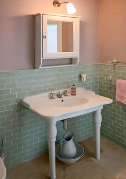 Ensuite Sink 413x585