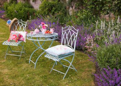 Garden Table Pink 400x284