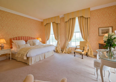 Bedroom Double Bed 400x284