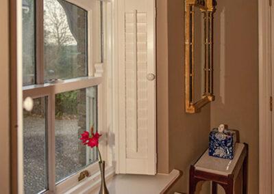 Angled Window T 400x284