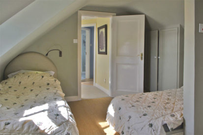 Twin Beds 413x276