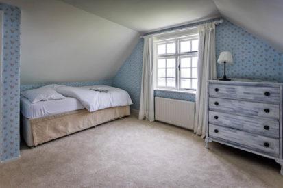 Single Bedroom 413x275